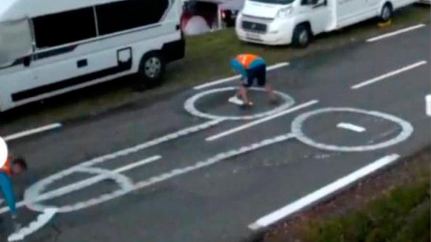 Los dibujos ocultos en el asfalto del Tour de Francia