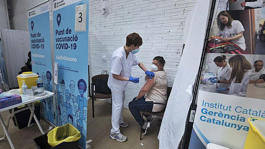 Salut obre la vacunació a persones de 45 a 49 anys