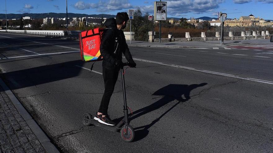 La Policía Local intensificará la vigilancia sobre los patinetes eléctricos tras la campaña informativa