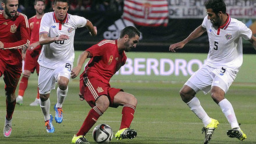 España se impone a Costa Rica con una remontada