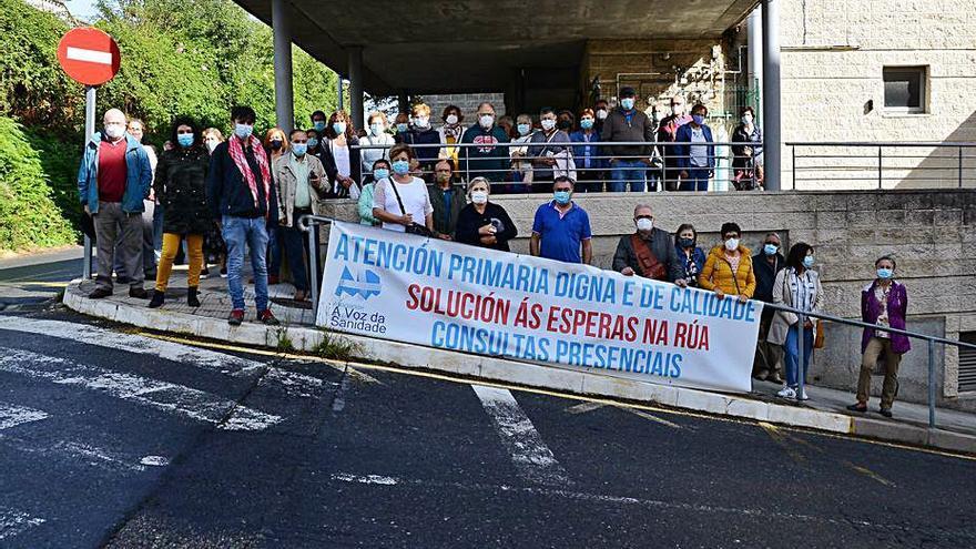 Todas las asociaciones de O Hío salen a la calle para exigir consultas presenciales