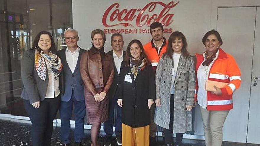 La alcaldesa visita la fábrica de Coca-Cola y se reúne con la directiva de la empresa