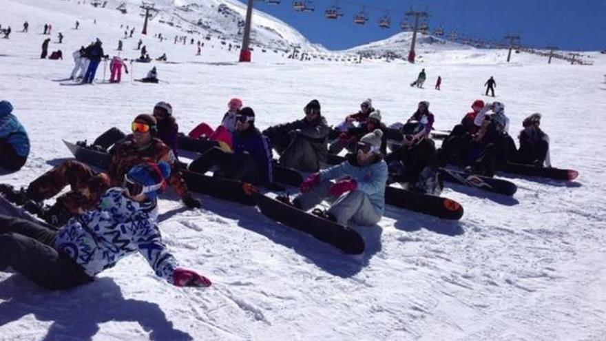 El programa 'Murcia Bajo Cero' permite a más de 700 jóvenes ir a esquiar