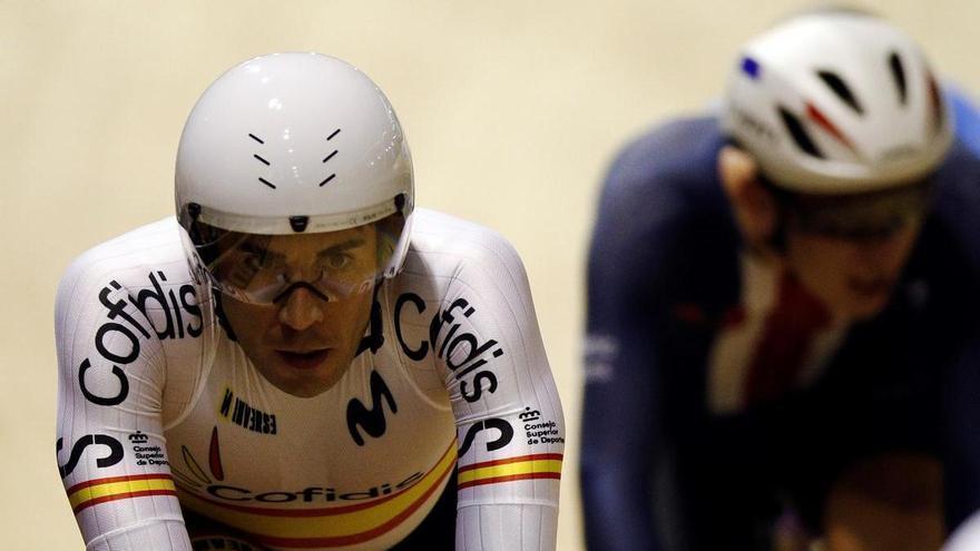 Sebastián Mora acaricia el podio en los Mundiales de Roubaix