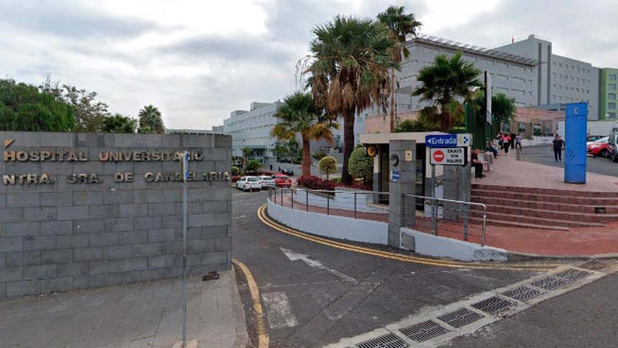 El brote de Covid-19 en el Hospital La Candelaria afecta a 12 personas
