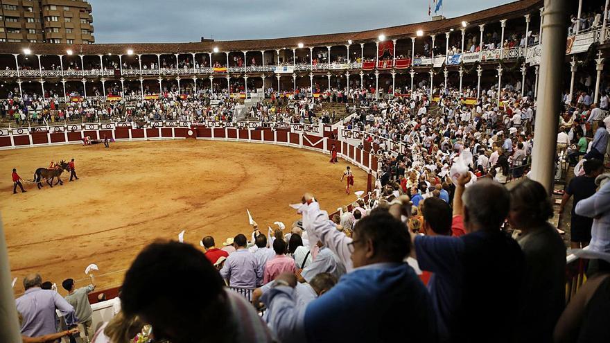 La feria de Begoña programa tres corridas y queda pendiente del permiso del Principado