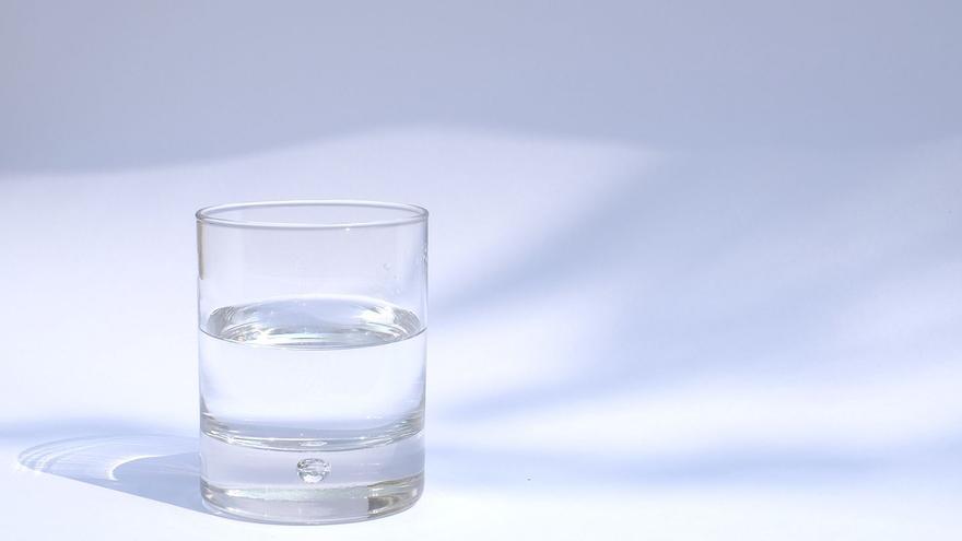 No bebemos suficiente agua mineral natural, y es más importante de lo que parece