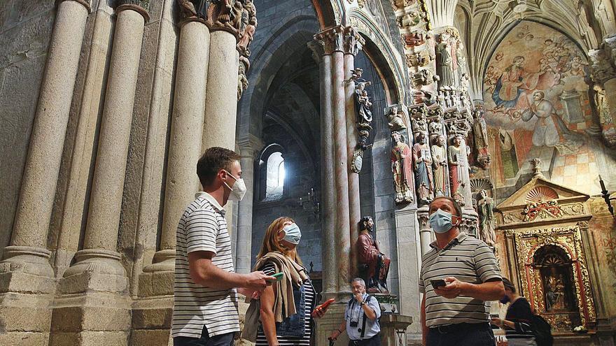 """""""¡E molto bella!"""": El turismo de camino a Santiago,  se enamora de la Catedral de Ourense"""