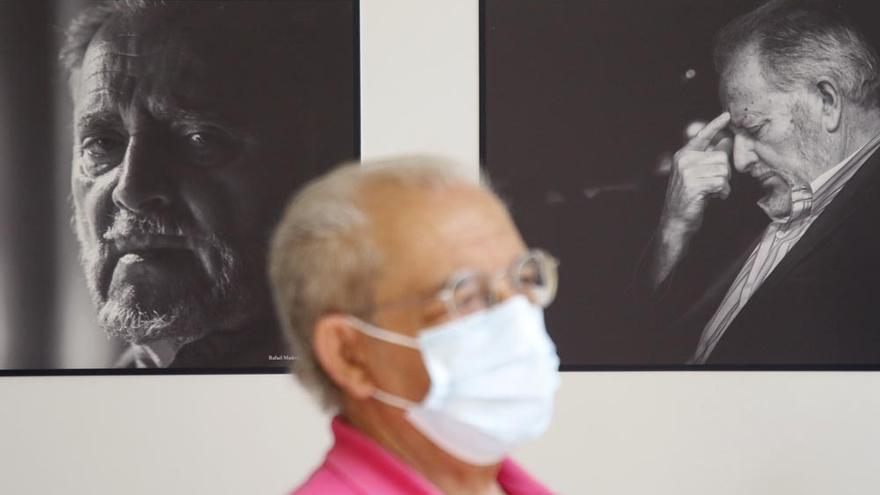 El Centro de Arte Pepe Espaliú acoge la exposición 'Julio Anguita'