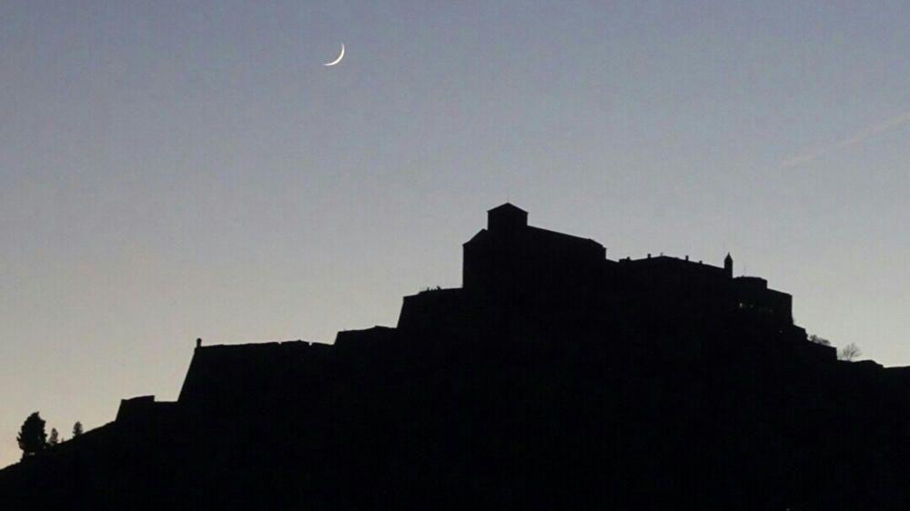 Cardona. La lluna començava a créixer i es passejava per damunt del castell de Cardona