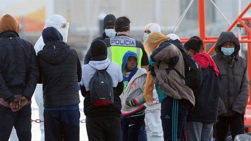 Rescatados 69 migrantes en una neumática al sur de Fuerteventura