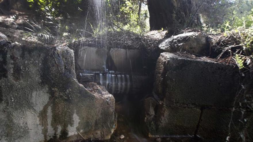 Los Lagos suma más de 7 años con fugas de agua que los vecinos cifran en casi un 80 %