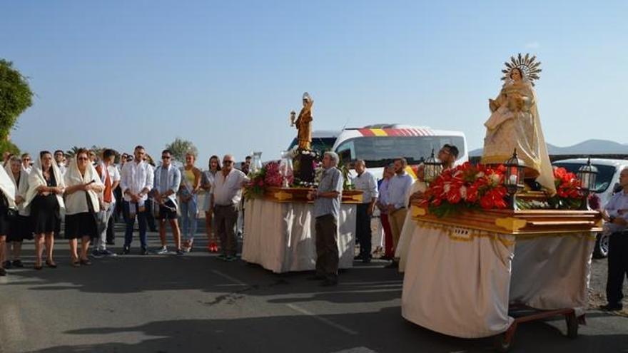 El Caracol cierra las fiestas de la discordia por los santos con una procesión