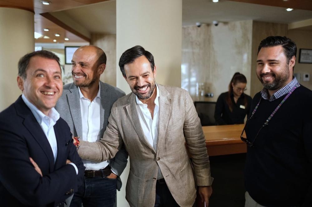 CC, PP y Cs hablan del  Ayuntamiento santacrucero