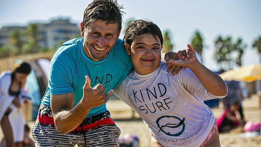 Alboraia fomenta la inclusivitat en la seua escola de surf