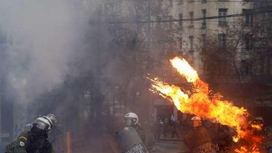 Disturbios violentos en Atenas contra el acuerdo con Macedonia