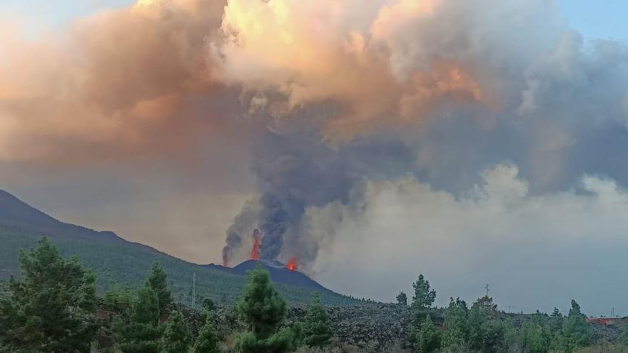 La furia del volcán de la Palma remueve con fuerza la tierra a 10 kilómetros