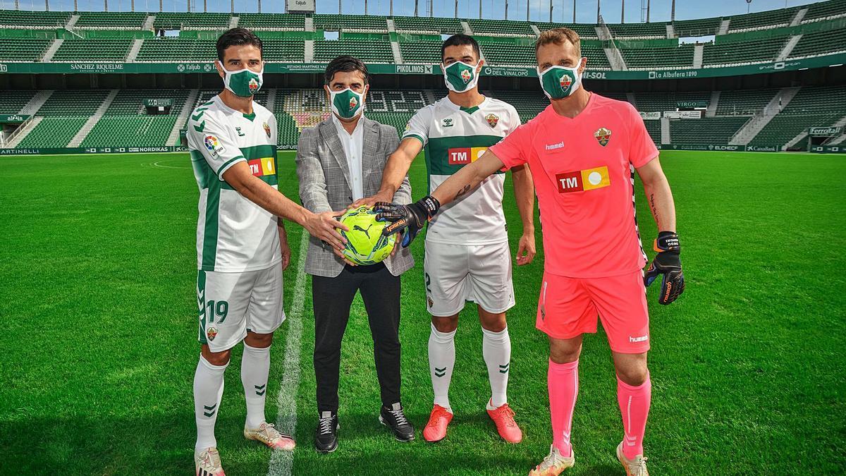 Barragán, Nico, Diego González y Diego «El Ruso» Rodríguez, ayer, en el Martínez Valero, durante su presentación con el Elche.