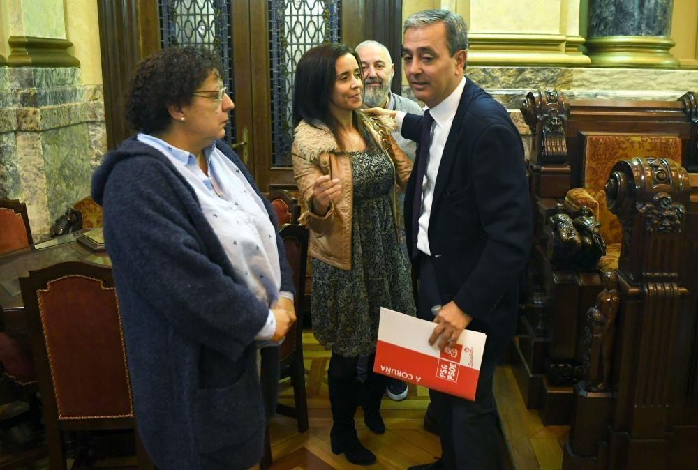 Su dimisión como concejal y portavoz del PSOE se produce un día después de que los militantes proclamaran a Inés Rey candidata a la Alcaldía.