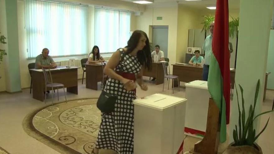 Lukashenko, reelegido en unos comicios empañados por sospechas de fraude