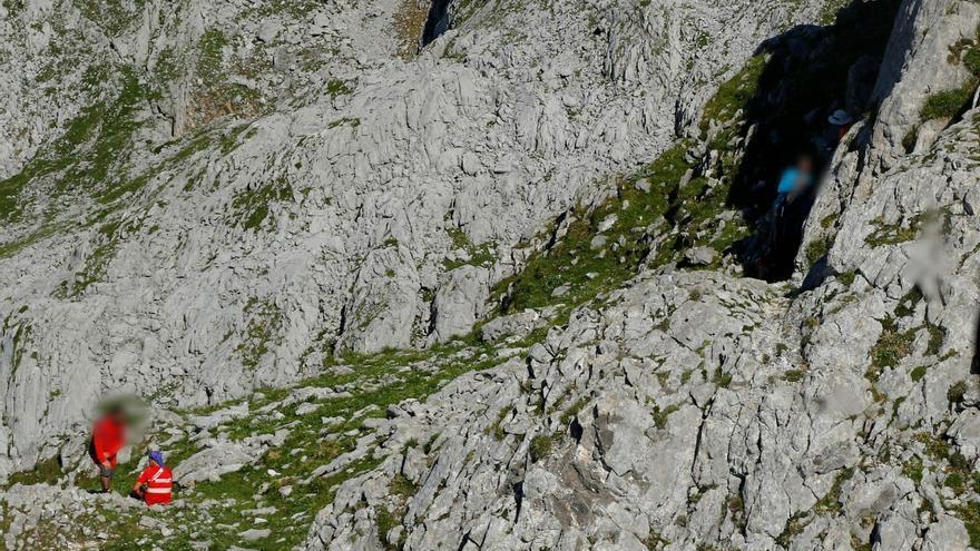Un montañero se fractura una muñeca y acaba con la pierna maltrecha tras una caída en Pico Cotalba (Cangas de Onís)