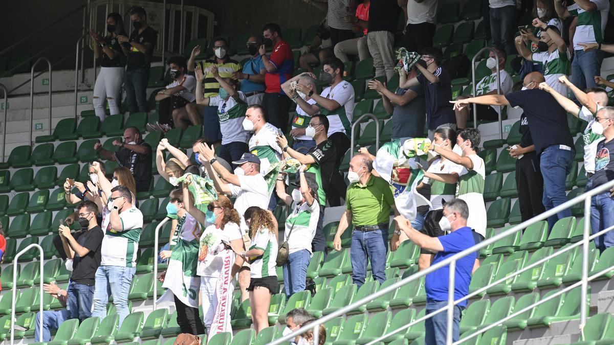 Afición del Elche durante el último partido de Liga. | MATÍAS SEGARRA