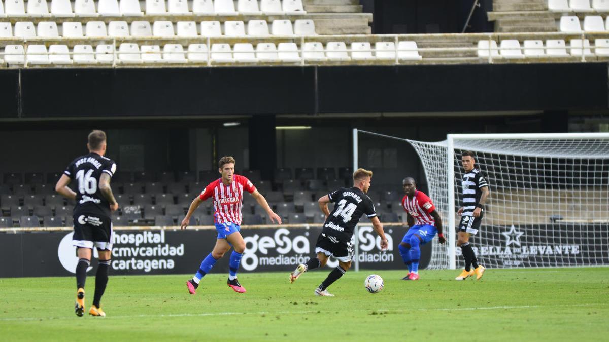 Una acción del Cartagena-Sporting.