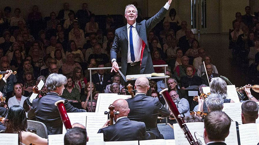 Alexander Liebreich toma la batuta de Tebar en la Orquesta de València