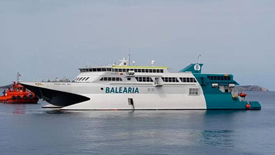 El ferri encallado en Ibiza ya está en el puerto