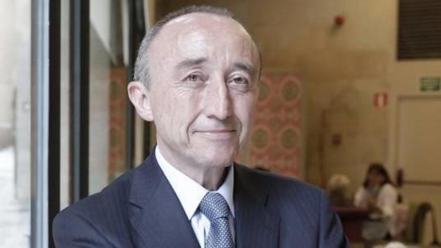 """Fernando Lamata: """"Las farmacéuticas se gastan 40.000 millones al año  en marketing"""""""