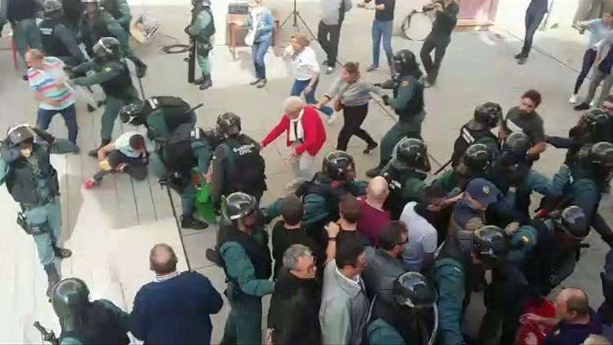 L'Audiència deixa a un pas del judici els agents investigats per la detenció il·legal de Fonollosa l'1-O