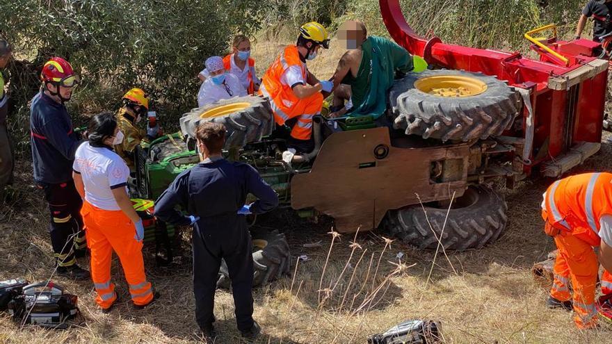 Herido un hombre de 43 años tras volcar su tractor en Planes