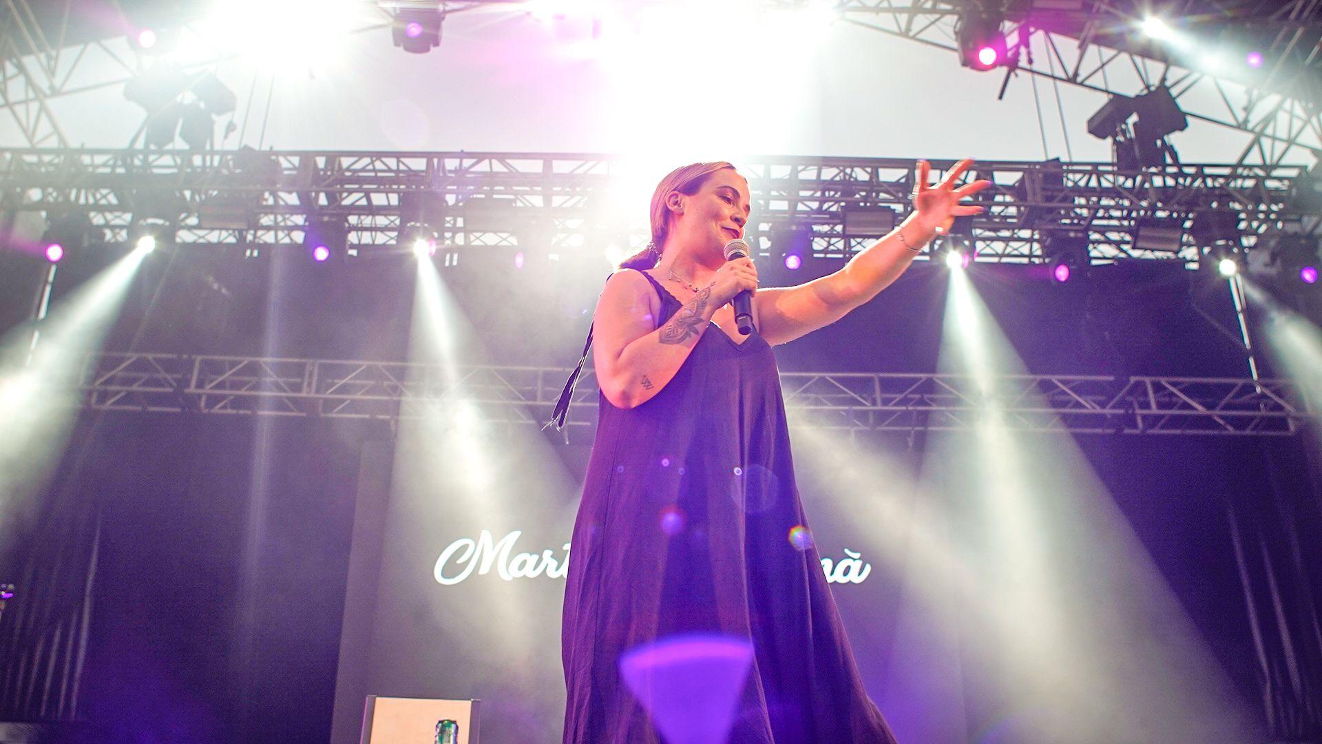 El humor de Martita de Graná ameniza el Peñíscola From Stage