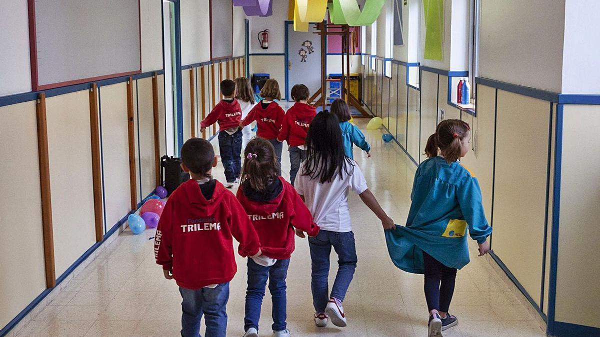 Varios niños en el primer día de clase del pasado curso en un centro de Zamora.   Nico Rodríguez