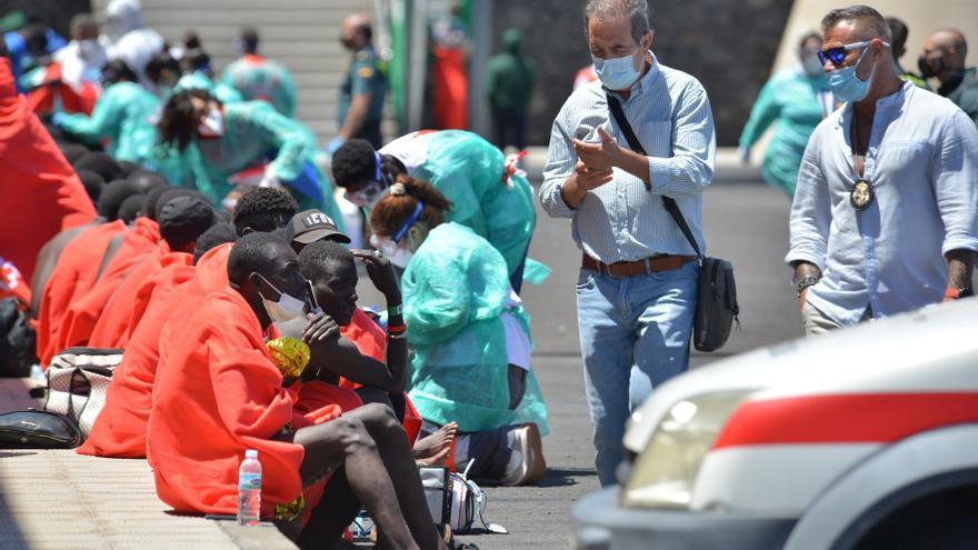 Cuatro fallecidos y 27 supervivientes en un cayuco a 500 kilómetros de El Hierro