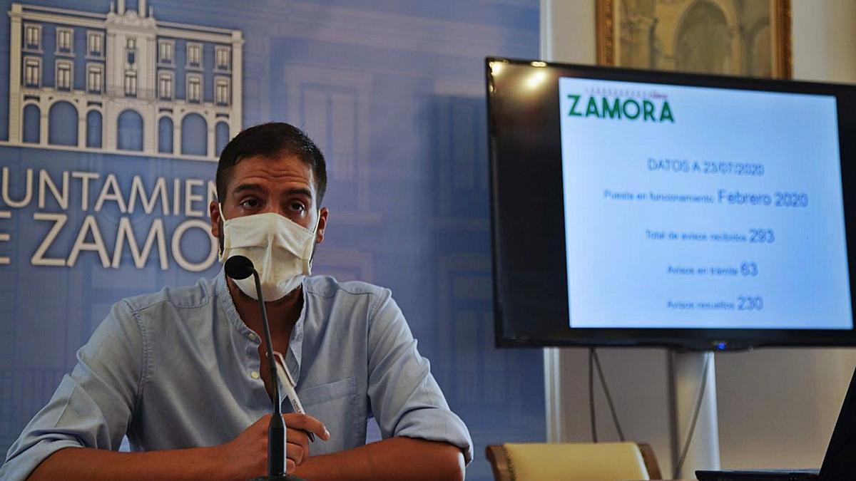 El concejal de Participación Ciudadana y Barrios, Pablo Novo, en el Ayuntamiento de Zamora.   Jose Luis Fernández