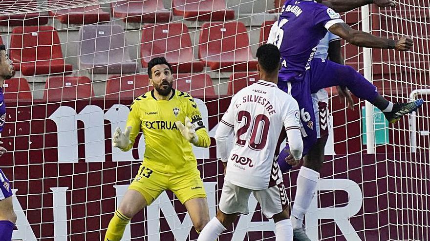 El déficit del Sporting a balón parado: A Gallego le falla la pizarra