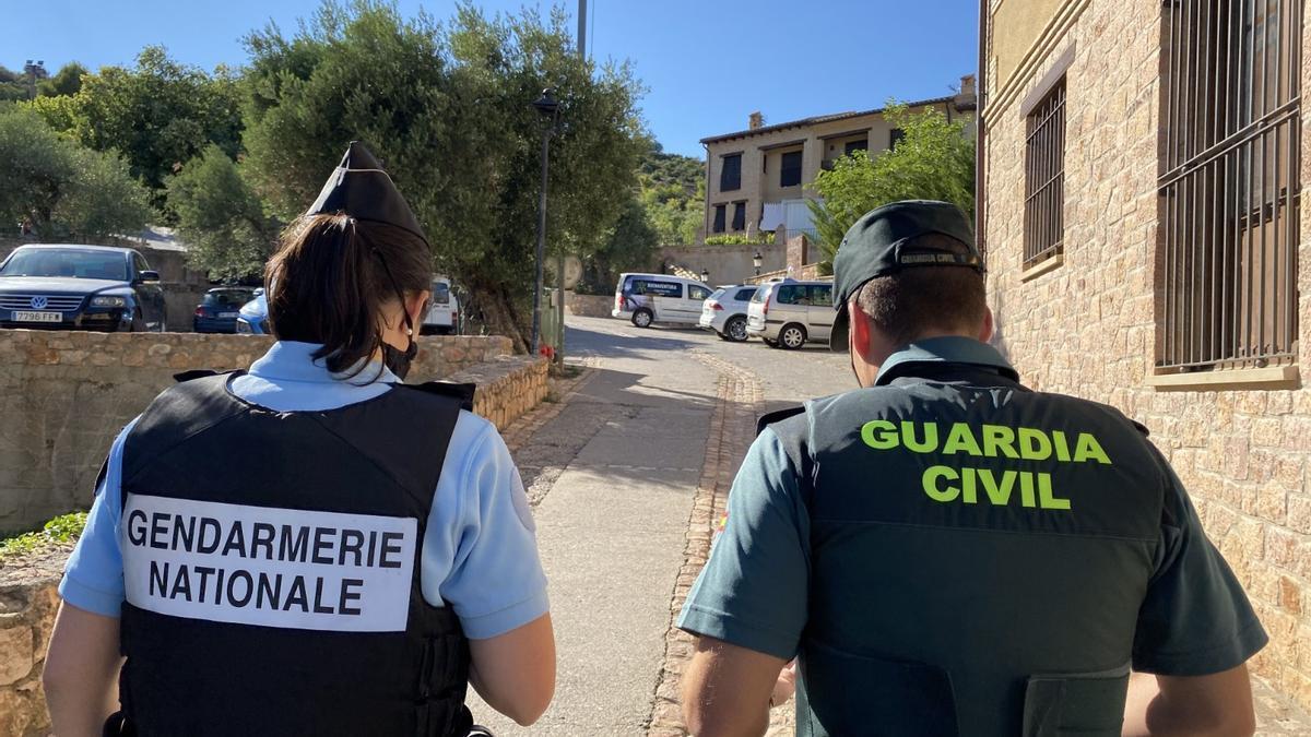 Agentes de la Gendarmerie Nationale y la Guardia Civil