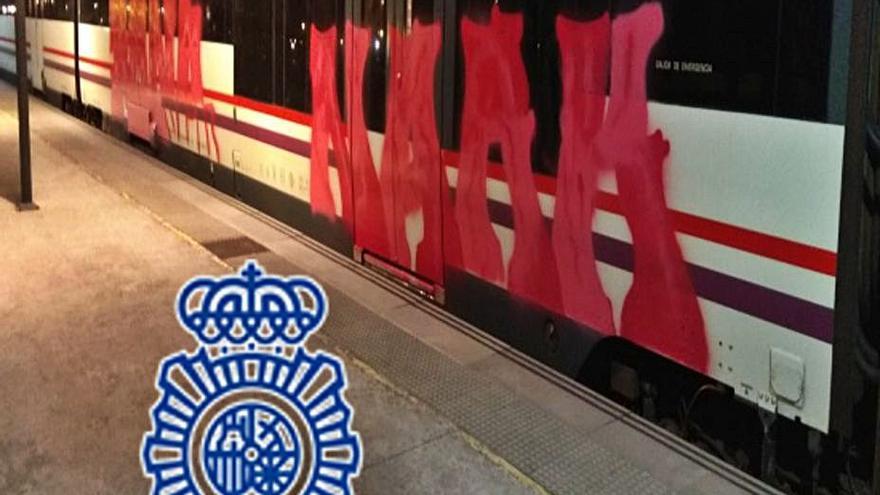 Detenido un grafitero por daños por 4.000 euros en vagones de tren