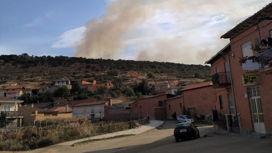 Baja a nivel 0 el incendio de Morales del Rey tras acercarse al casco urbano