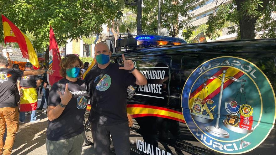 Dos centenares de agentes de la Región de Murcia claman en Madrid por la equiparación salarial