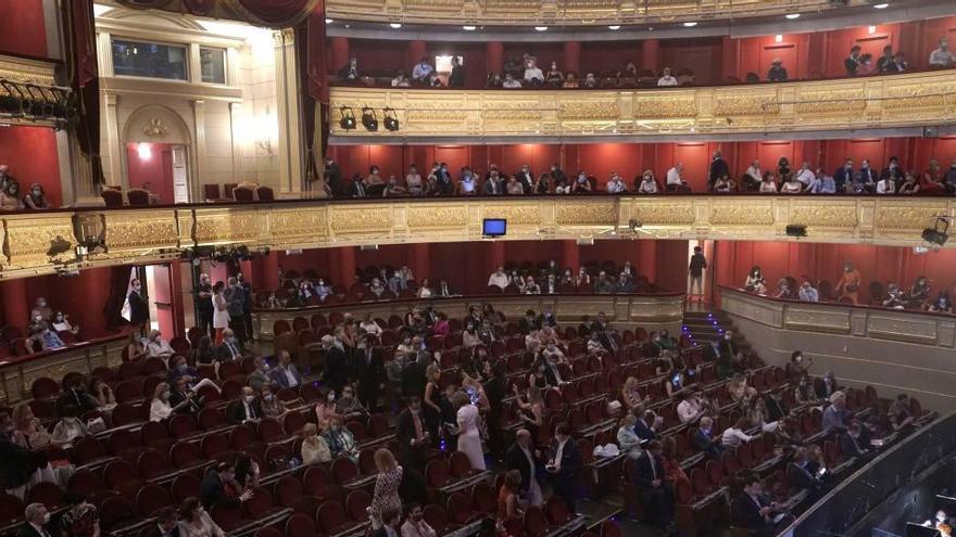 """El Teatro Real hace """"historia"""" al romper su silencio de 90 días con 'La Traviata'"""