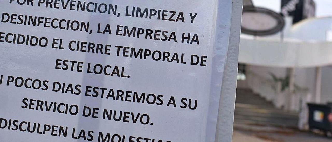 Local de Cox clausurado tras el contagio de trabajadores, según fuentes municipales.