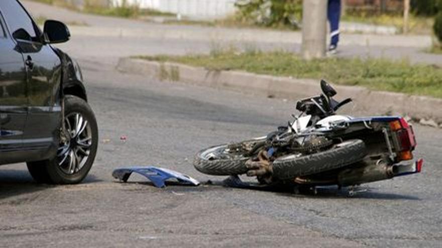 Herido grave un motorista al sufrir una caída en Vilaflor