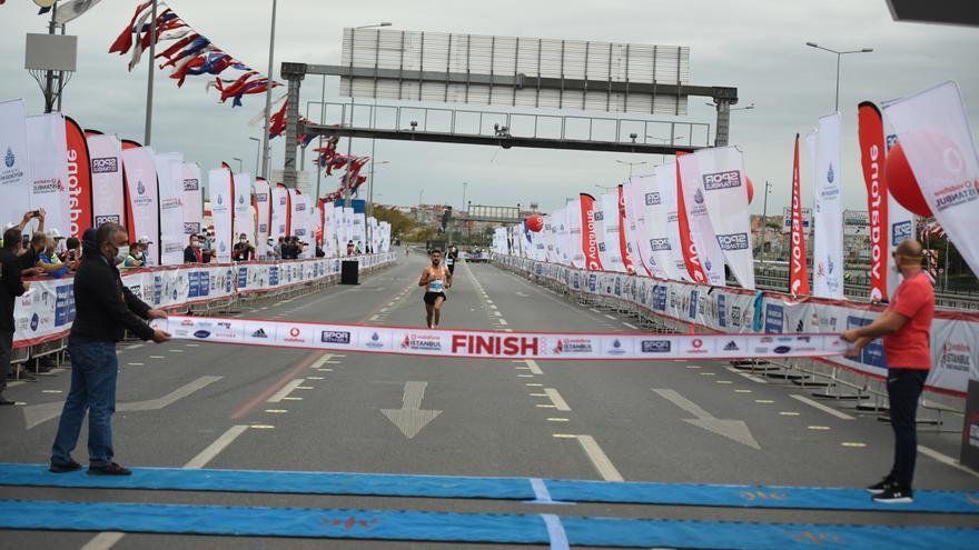 La keniana Chepngetich bate el récord del mundo de medio maratón