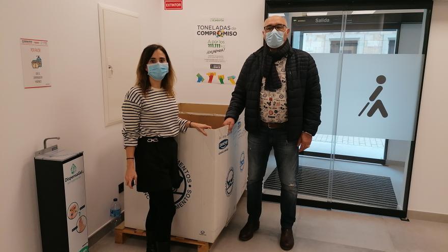 La ONCE dona en Zamora una tonelada de productos al Banco de Alimentos