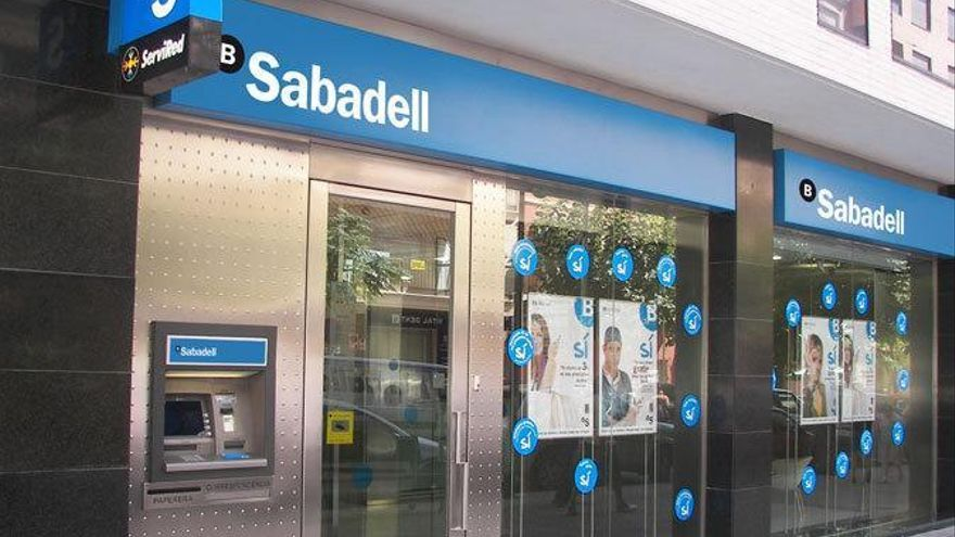 Banco Sabadell plantea un máximo de 45 salidas en Galicia