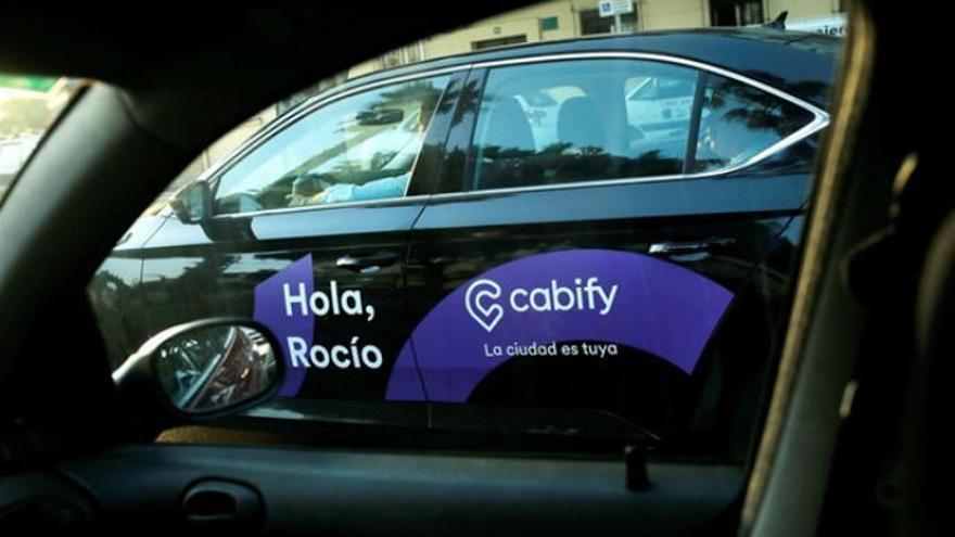 Una plataforma del taxi demanda a las VTC por competencia desleal