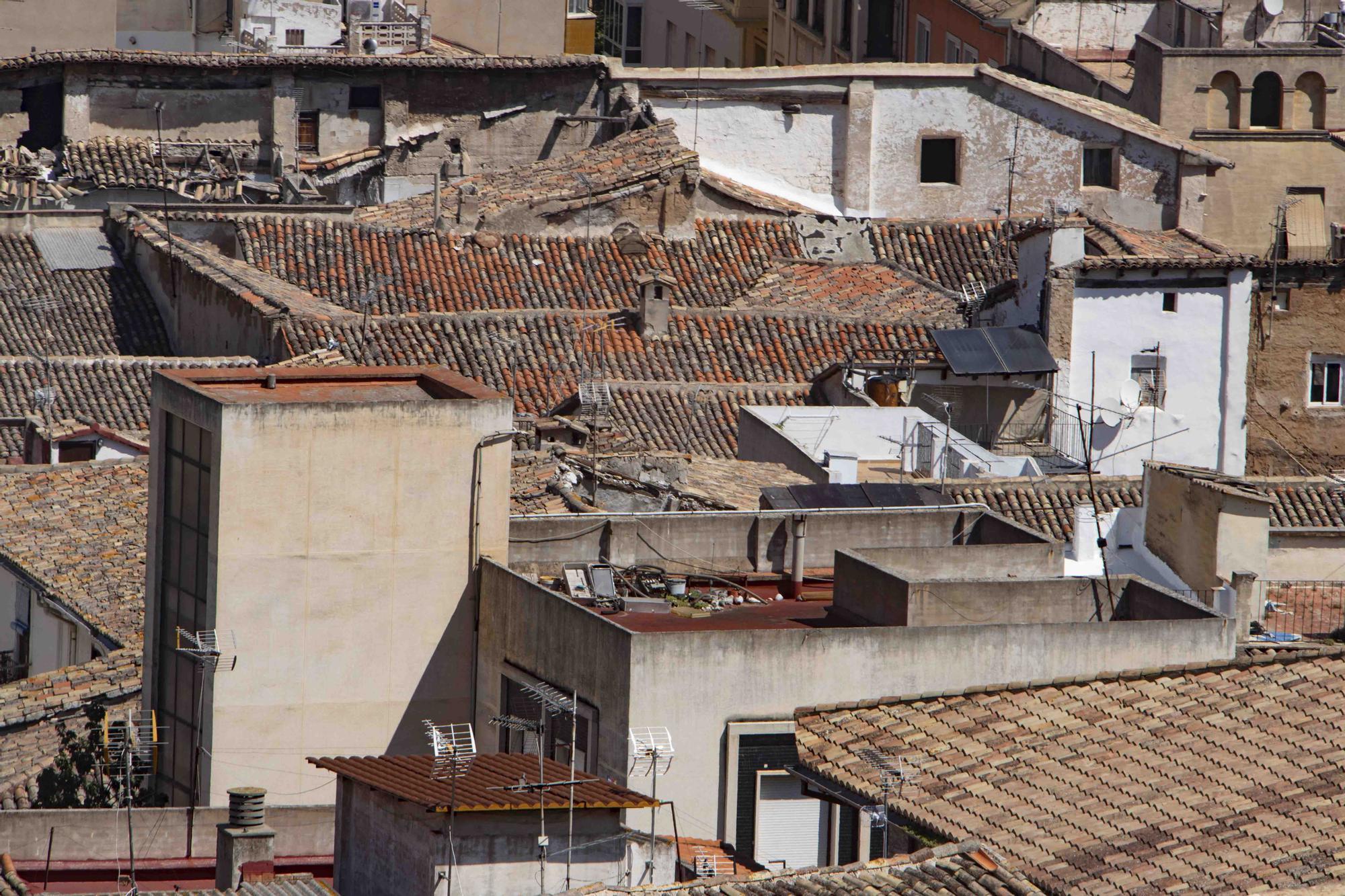 Sobrevuelan con un dron el casco antiguo de Xàtiva para identificar inmuebles en mal estado