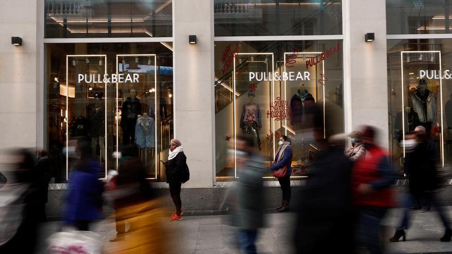 La confianza de los consumidores baja en julio por primera vez desde enero